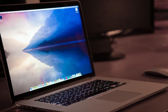 """Mac Book Pro 15"""" SideView"""